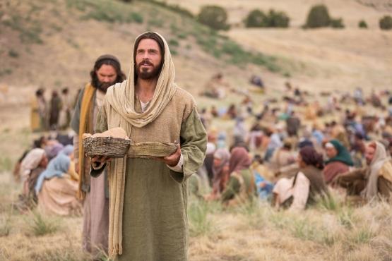miracles-of-jesus-feeding-5000-1127601-wallpaper