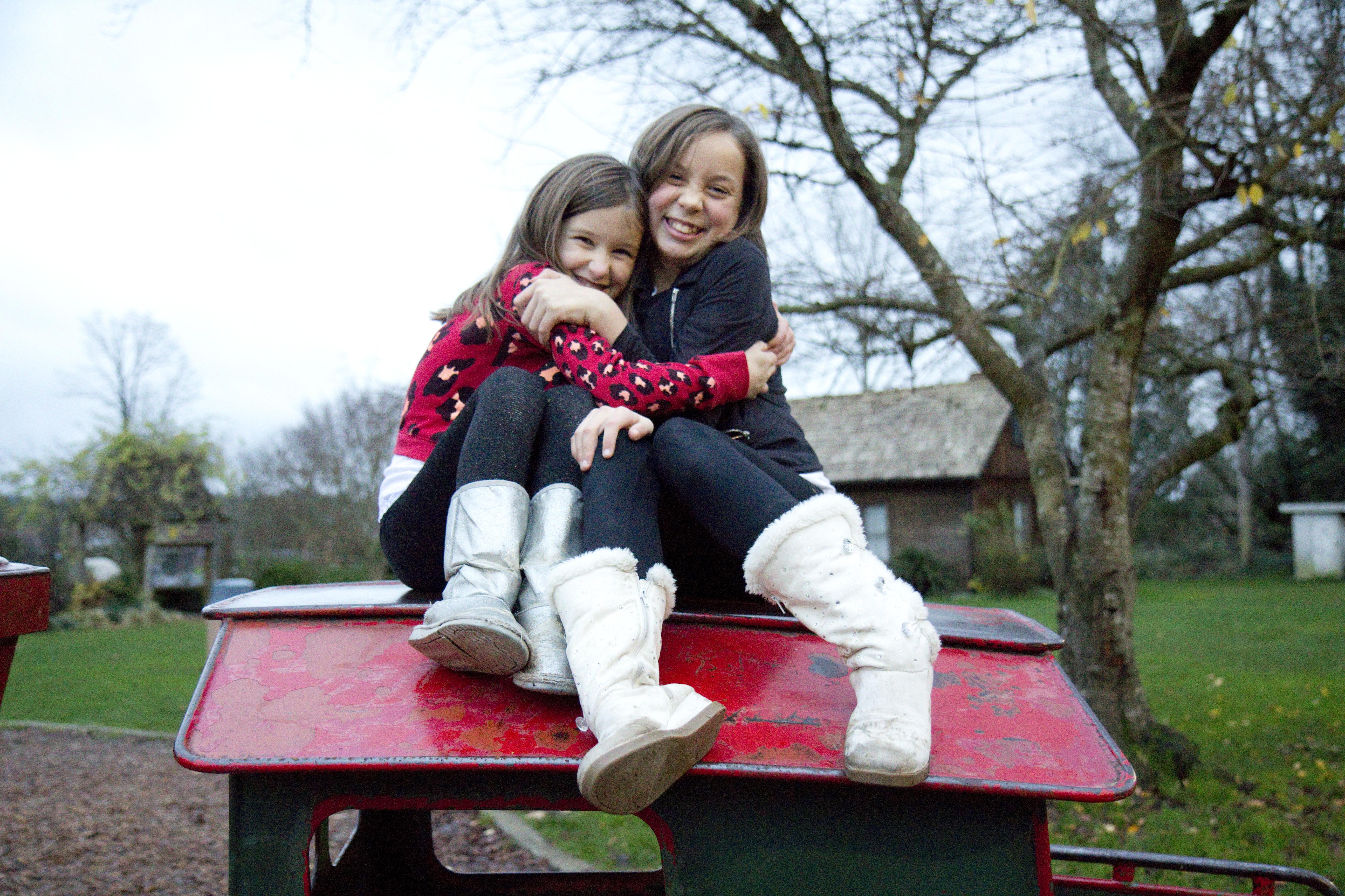 loving-sisters